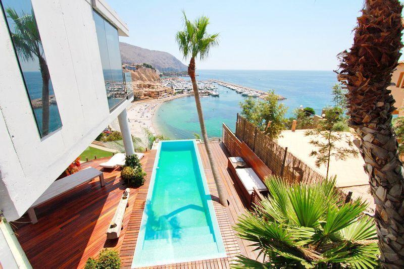 luksusowe nieruchomości w Hiszpanii - widok na przystań jachtową