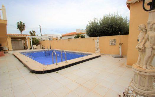 Nieruchomości w Hiszpanii z basenem