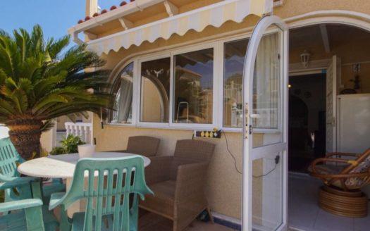 Nieruchomości Costa Blanca w Hiszpanii nad morzem - Bungalow z basenem