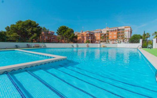Nieruchomości w Hiszpanii nad morzem z basenem